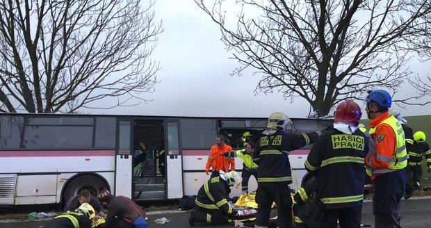 Přes třicet zraněných po nehodě autobusu v Horoměřicích