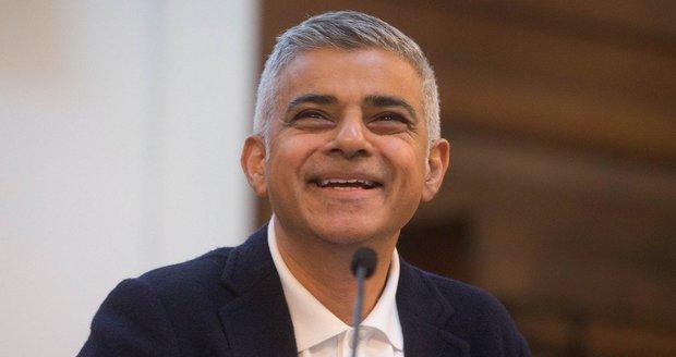"""Pro starostu Londýna si přišli s šibenicí. Khan: """"Stabilní géniové"""""""