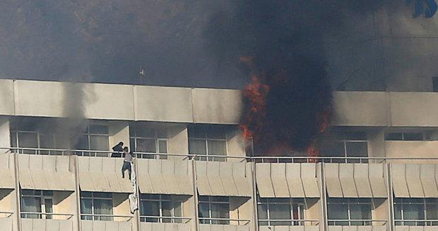Na hotel Intercontinental zaútočili ozbrojenci. Zemřelo 18 civilistů