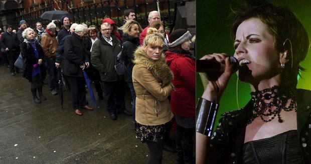 Příčina smrti Dolores O'Riordan z Cranberries? Předávkovala se, tvrdí zdroje londýnské policie