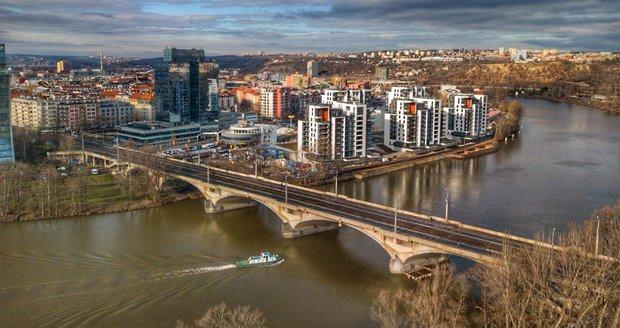 Starosta Prahy 7 se v případě oprav zdejších mostů neobává úplného odstřižení městské části.