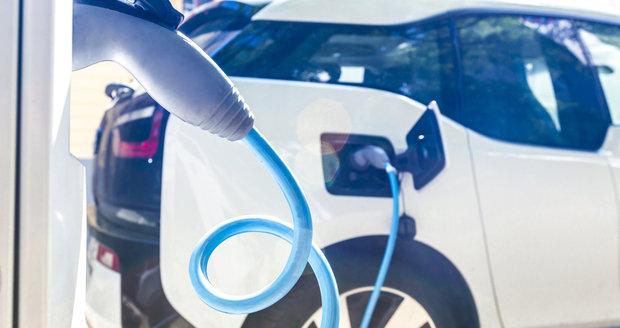 Praha řeší nárůst elektromobilů. Chce soutěž otevřít všem poskytovatelům.