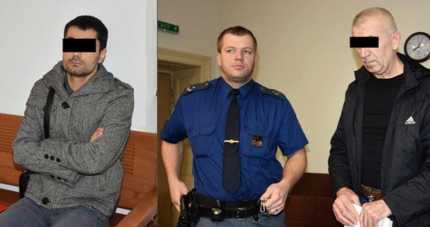 Ivan (vlevo) ztratil dva litry krve. Z jeho pobodání se zodpovídá Heorhii. Hrozí mu až 18 let vězení.