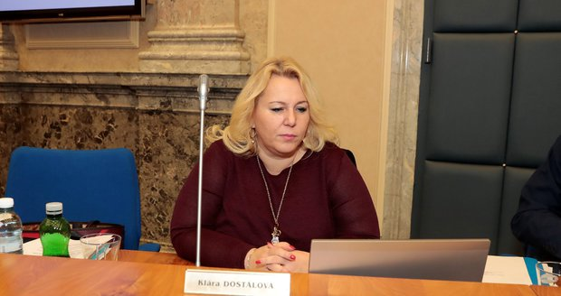 Policie zabavila počítač ministryni Dostálové. Zátah kvůli CzechTourismu se týká i jí