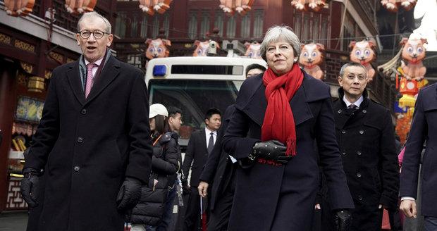 """""""Tetička"""" Mayová udělala v Číně dohody za miliardy. Noviny obdivovaly jejího manžela"""