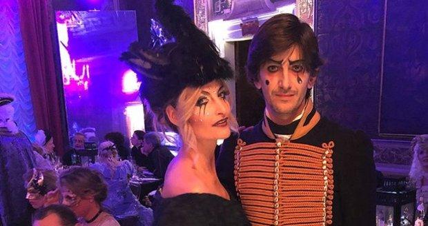 Tereza Maxová s manželem na karnevalu v Benátkách