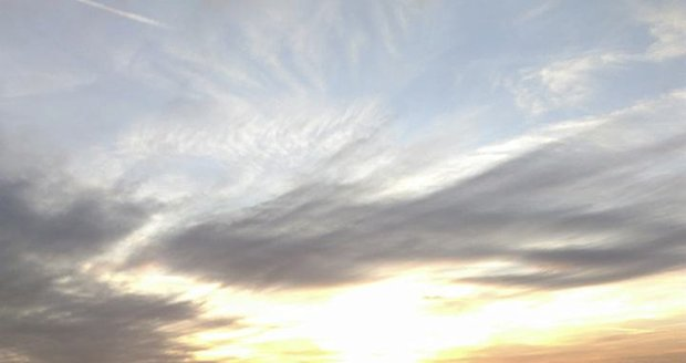 Z vyhlídky bývá krásný výhled na západ slunce. Poškozená byla ale už v lednu.