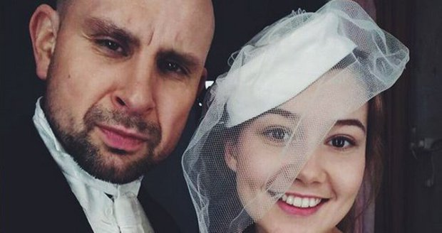 Sabina Rojková a Tomáš Dastlík hrají manžele v divadelní hře Sňatky z rozumu.