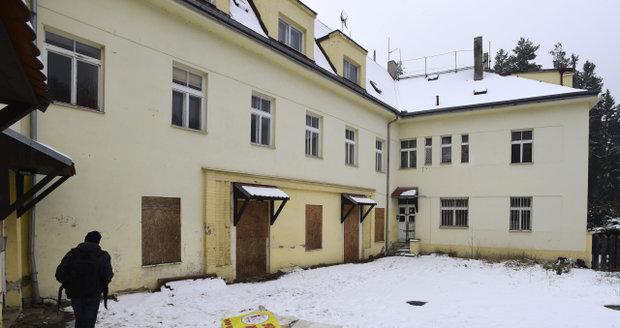Squatteři opět obasadii opuštěnou usedlost Šatovka v Šáreckém údolí v Praze.