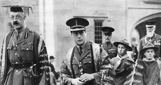 Eduard v uniformě