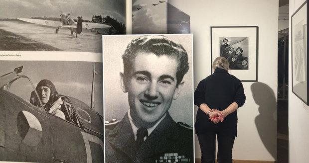 Bojoval proti nacismu a fotil české piloty v Anglii. Fotografa Sitenského představuje výstava v Lucerně