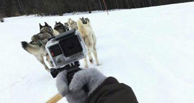 Veronika Arichteva si vyzkoušela jízdu se psím spřežením