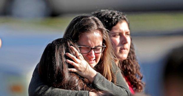 """Svědci masakru: Dcera mi volala o pomoc ze skříně, líčí otec! """"Bože můj,"""" ozývalo se všude"""
