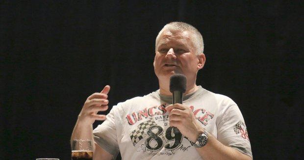Jiří Kajínek na besedě v Domě kultury v Hodoníně odpovídal velmi ochotně na jakékoliv dotazy.