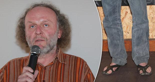 Odolnému Duškovi mrazy nevadí: Stále chodí v sandálcích!