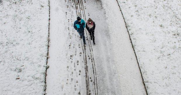 Česko vydatně zasype sníh. Na Šumavě ho napadá až 15 centimetrů