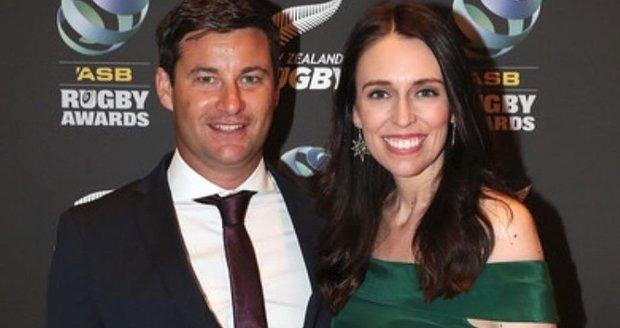 Novozélandská premiérka je těhotná! Proč zůstane ve funkci i po porodu a jak pomáhá charitě?