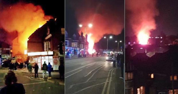 Exploze v Leicesteru: Bylo evakuováno 60 domů, na místě zasahuje policie i záchranáři