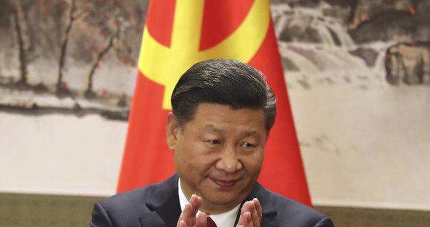 """""""Císař"""" potvrzen. Si Ťin-pching povládne Číně dál, proti nebyl ani jediný hlas"""