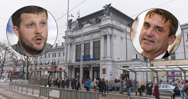 Primátor Petr Vokřál (ANO, vlevo) oznámil, že během pondělka vyzve svého náměstka Matěje Hollana (Žít Brno), aby se ihned vzdal řízení resortu dopravy.