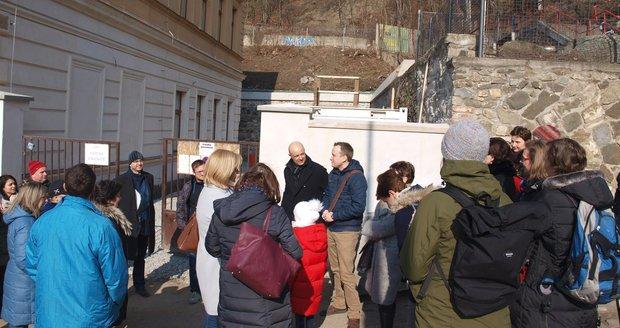 929975caeca Oprava školy v Braníku se chýlí ke konci. Budova tu stála už za ...