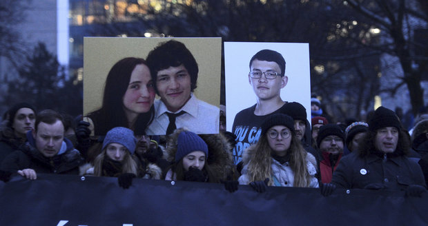 Tisíce lidí v Bratislavě uctily památku Kuciaka a jeho Martiny. Fico to schytal