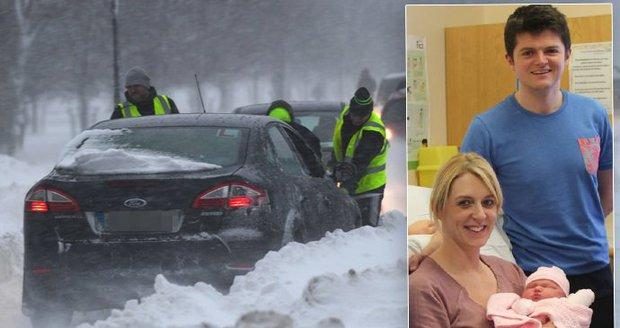 Děti v bouři zrozené: Daniella porodila v autě zapadlém ve sněhu, ten způsobil řadu problémů