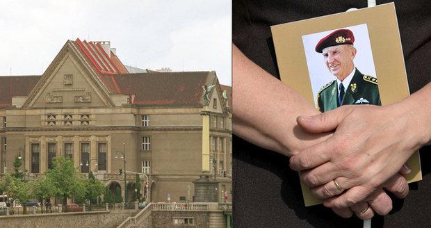 Studenti Právnické fakulty Univerzity Karlovy provedli rekonstrukci komunistického vykonstruovaného procesu s generálem Sedláčkem.