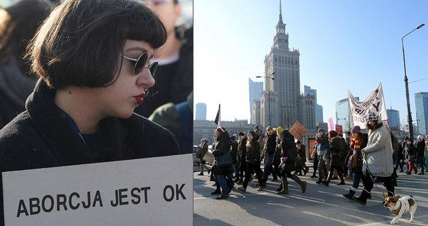 """Volnost, rovnost, interrupce."" Polky pochodovaly za právo na potrat"