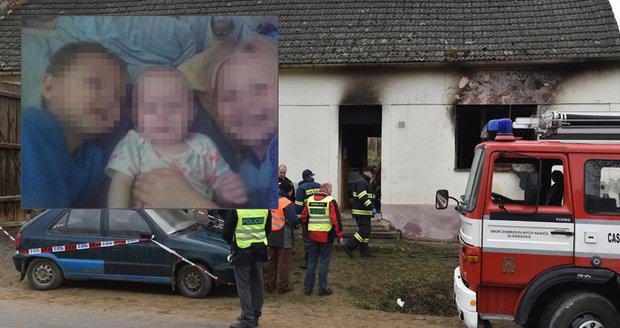 Požár staršího domu na Znojemsku v pondělí nepřežili dvě holčičky (†9 a †1) a jejich bráška (†4).