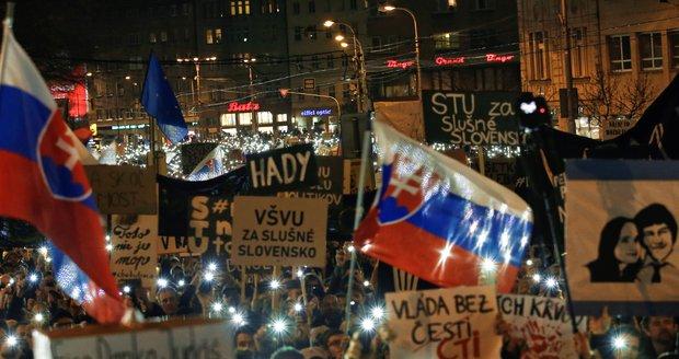 Za nové volby demonstrovalo v Bratislavě až 65 tisíc lidí. Rušno bylo i jinde