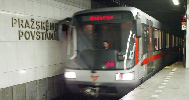 Metro nepojede mezi stanicemi Pražského povstání a Kačerov.