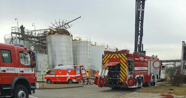 Výbuch kralupské chemičky zabil 6 lidí. Policie ukončila šetření, kdo za tragédii může?