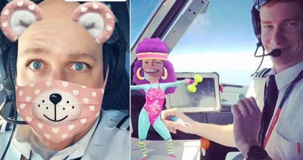 Piloti EasyJetu se za letu točili na mobil a tancovali. Cestující to namíchlo
