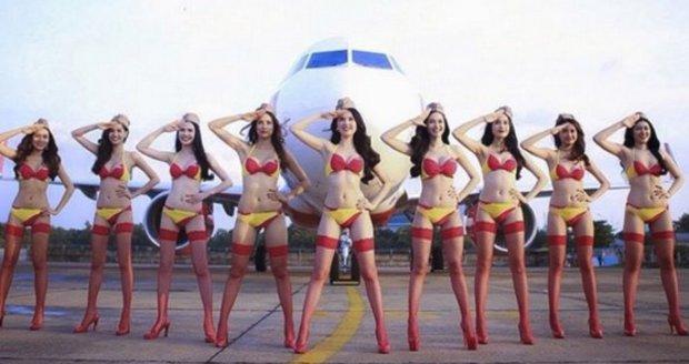 Vietnamské aerolinie se snaží přilákat nové hosty letuškami v bikinách.