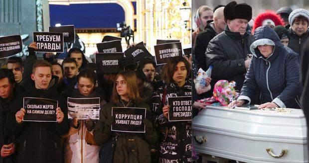 Bílé rakve a plyšáci. Na Sibiři pohřbili první ze 41 uhořelých dětí. Ty, které šlo identifikovat