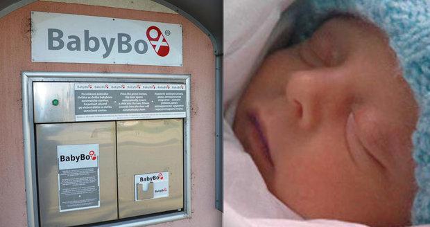V babyboxu našli mluvící batole v zelené bundičce! Dostal podchlazený chlapec (1,5) jméno po Gottovi?