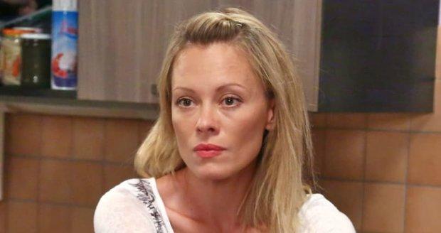 Neúprosná jazyková lektorka Jana Postlerová kritizuje jazykový paskvil v seriálu Ohnivý kuře.