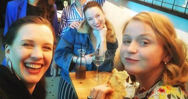 Těhulky Kristýna Leichtová a Marie Doležalová se sešly s kolegyněmi Berenikou Kohoutovou, Terezou Voříškovou a Monikou Timkovou