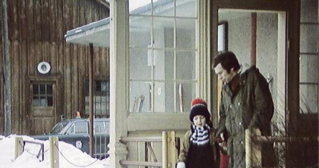 Ve filmu: Nádraží v Rokytnici nad Jizerou, na kterém čekal Vašek na příjezd maminky…