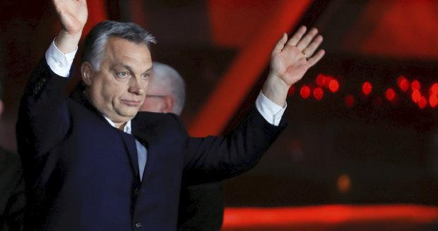 """Babiš kvůli Orbánovi """"promrskal"""" maďarštinu. Okamura řeší Sorose i neziskovky"""