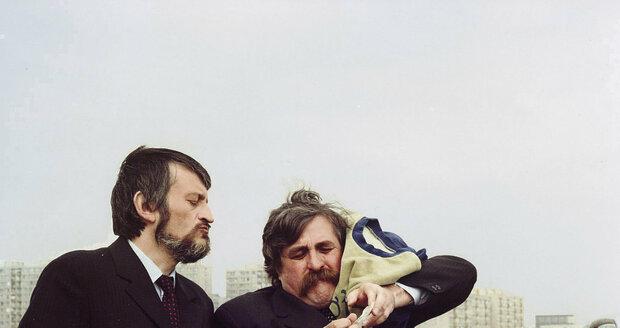 1982: V Srdečném pozdravu ze zeměkoule se Lasica se Satinským poprvé představili jako filmová komická dvojice.