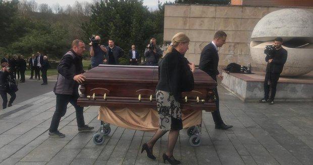 Manévry na pohřbu Ficova kolegy: Prezidenty, premiéry a politickou elitu hlídala speciální ochranka