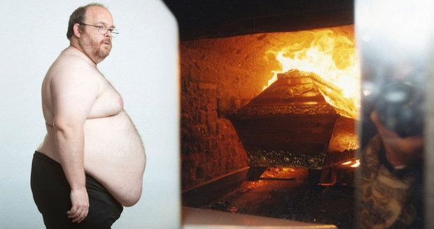 Tlouštíci nesmí do pecí. Krematoria odmítají žeh silně obézních nebožtíků