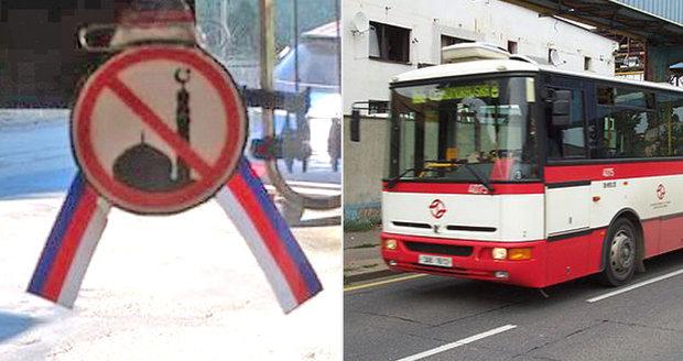 Řidič autobusu MHD si vylepil na sklo protiislámské symboly. Cestující si stěžují, hrozí mu vyhazov
