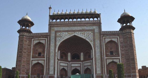 Tádž Mahal v celé své kráse.