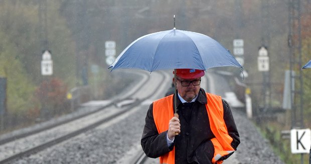 """Ťok chce dojet vlakem z Prahy do Drážďan za hodinu. """"Kopne"""" se asi v roce 2030"""