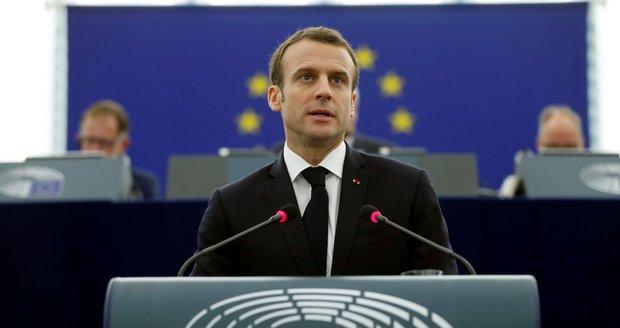 Peníze za uprchlíky a hněv Evropanů: Macron připomněl ve Štrasburku i národní ega