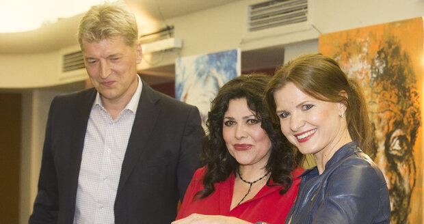 Ilona Csáková s mluvčí Karla Gotta Anetou Stolzovou a manželem Radkem Vonešem.