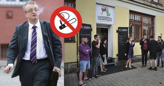 """""""Sex na ulici se nesmí, kouřit ano?"""" Poslanci se přeli o mírnější protikuřácký zákon"""